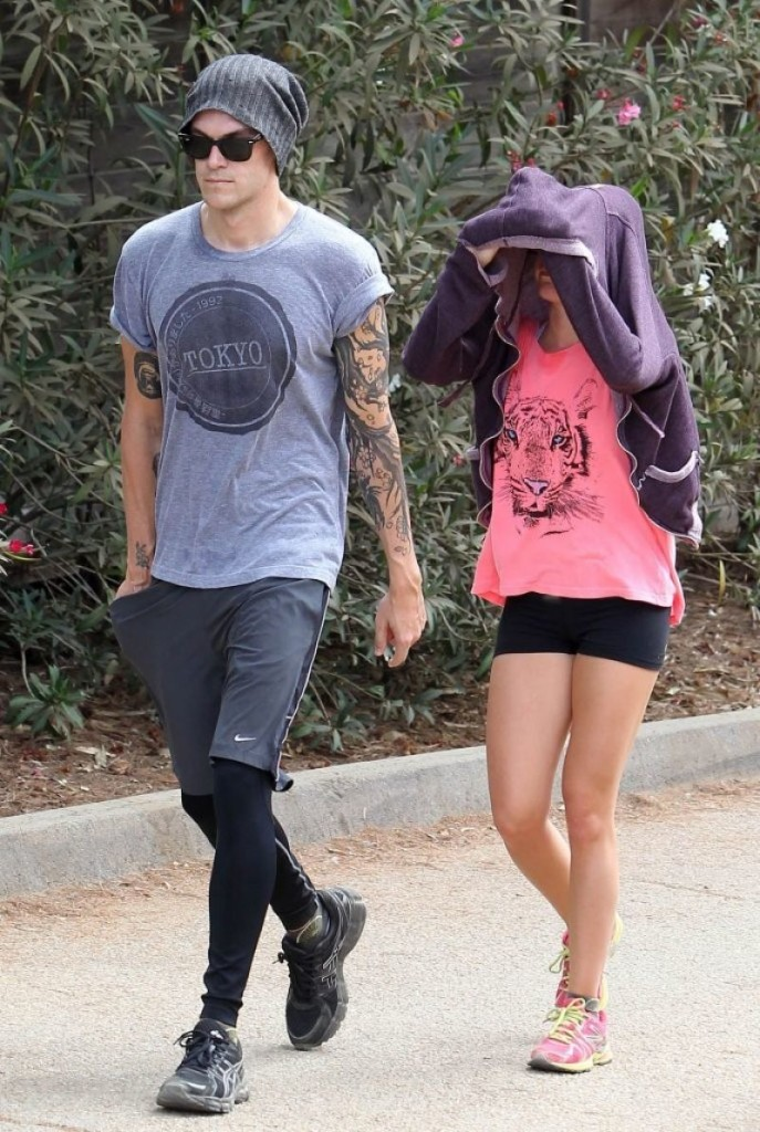 ashley-tisdale-hiking-at-runyon-canyon-in-los-angeles_5