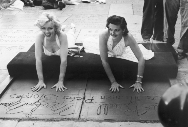 {Marilyn Monroe and Jane Mansfield in 1953.}